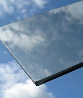 Solar energy reflective glass